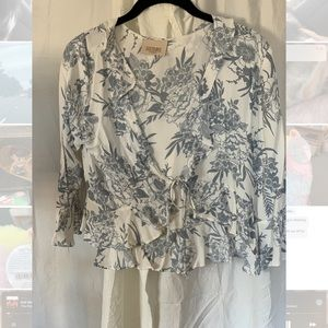 Lucy Love Tie blouse with billow sleeves